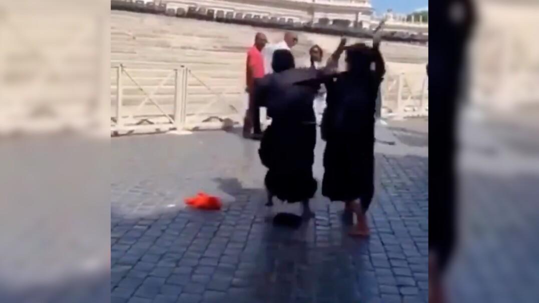 Dwie żebraczki pobiły się w Watykanie. Powypadały im sztuczne garby