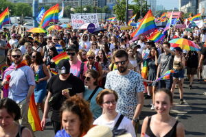 """""""Wolność, równość, miłość"""". Parada Równości przeszła przez centrum"""