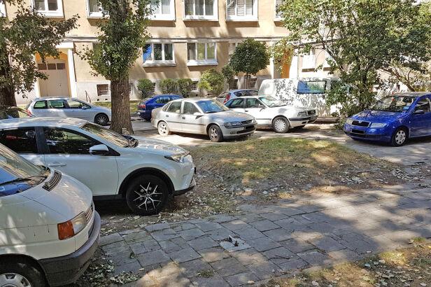 Parkowanie na wolskich podwórkach UD Wola (mat. prasowe)