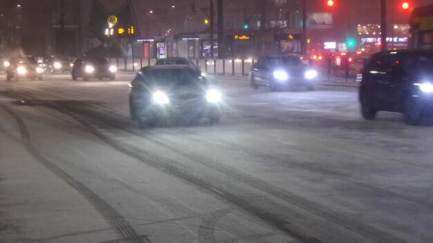 Białe ulice i chodniki. 170 posypywarek w akcji