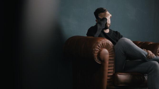 Chorujesz na COVID-19 i boli cię głowa? To może oznaczać, że szybciej wyzdrowiejesz