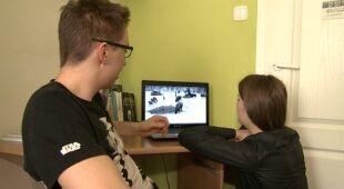 Podglądanie dzikich zwierząt online coraz bardziej popularne (Fakty TVN)